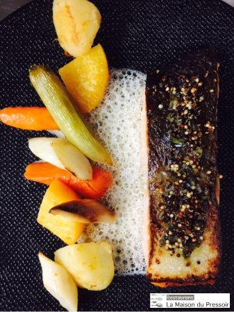 Crosne, Francia: Saumon d'Islande snacké«légumes d'Automne» tartare d'algues & quinoa