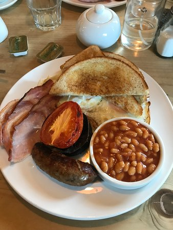 Wye, UK: The fab breakfast (minus fried bread, alas!)