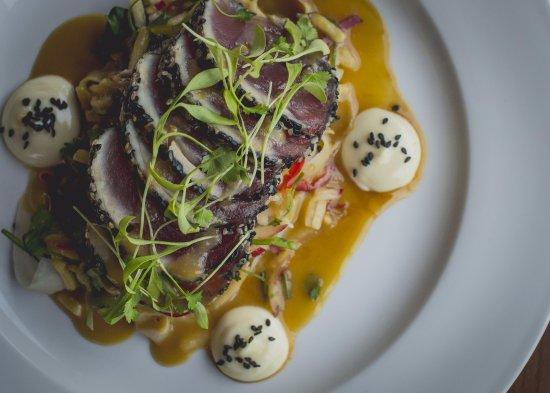 Havelock North, Nueva Zelanda: Seared Sesame Tuna, Sumac-Miso Emulsion, Daikon Salad