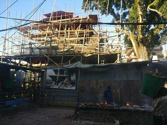 Kurintar, Nepal: Mnakamana Temple under renovation