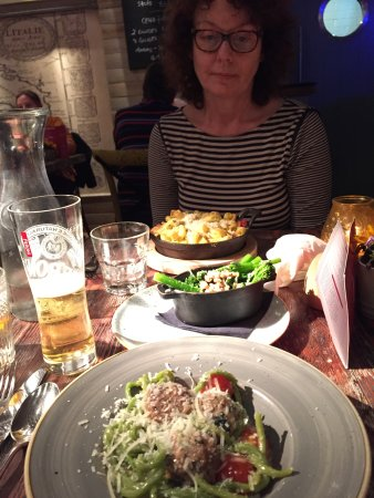 Yarm, UK: Delicious meatball and chicken dishes