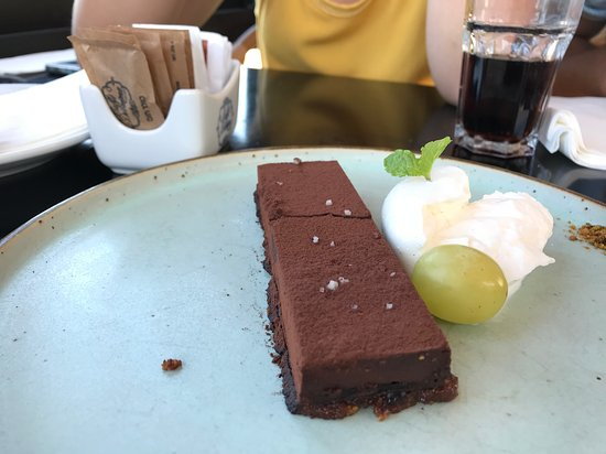 Helena: קינוח שוקולד מריר