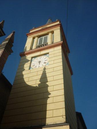 Chiesa Parrocchiale di San Lorenzo: il massiccio campanile