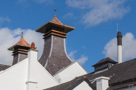 Les cheminées de Dalwhinnie, emblématiques des distilleries