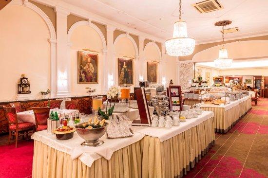 Hotel Stefanie: Große Auswahl am Frühstücksbuffet
