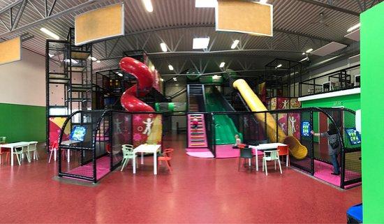 Vanersborg, Szwecja: Großer Indoorspielplatz.