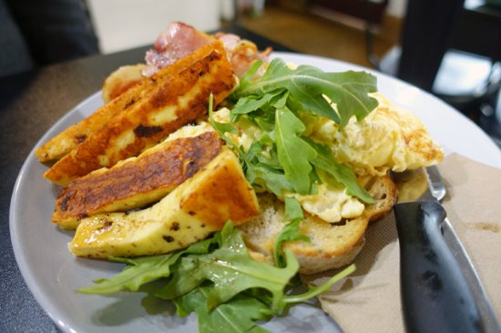 Milton, Australia: Eggs on toast