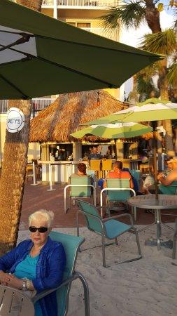 Salty's Tiki Bar : enjoying the evening at Salty's