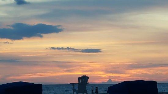 Salty's Tiki Bar : sunset at Salthy's
