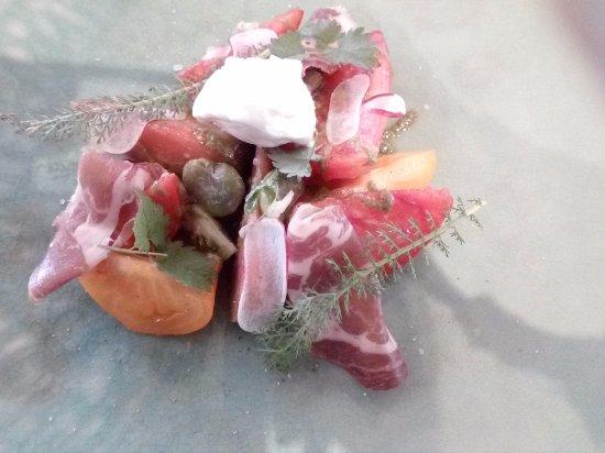 Isbergues, Francia: Les tomates multicolores Fèves, sarriette, crème glacée burrata