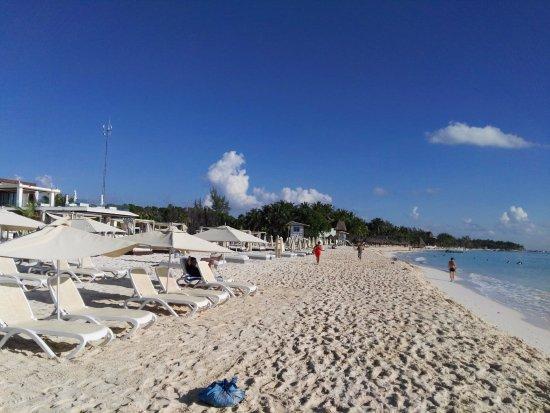 Hotel Riviera del Sol: Playa Mamitas, el hotel te daba un pase con consumicion y reposera