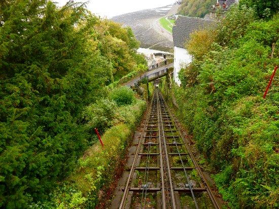 Lynmouth, UK: Cliff Railway from inside the carriage at the top.