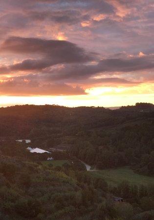 Santa Lucia, Italy: Vista della vallata con il centro ippico dello SCOIATTOLO