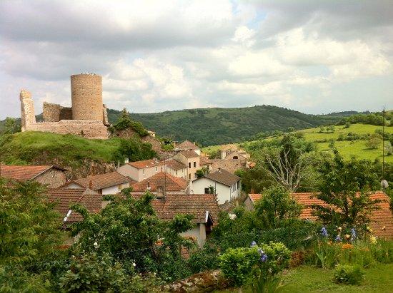 Loire, France: Le village et son surperbe donjon .....à voir !
