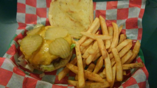 Milton, FL: Cheeseburger