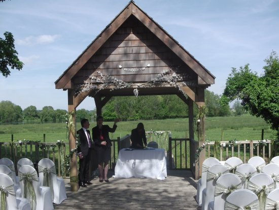 Howfield Manor Hotel: The wedding Gazebo