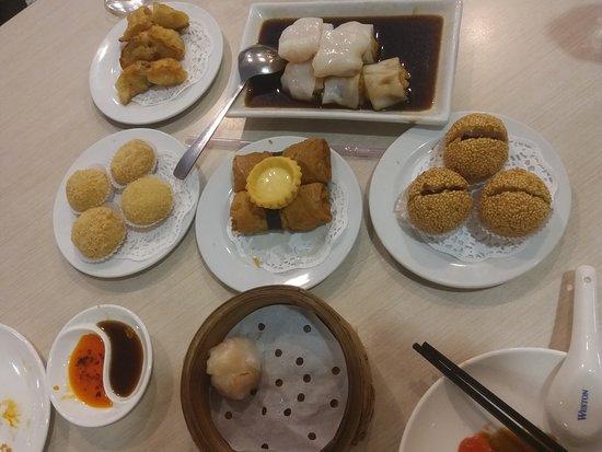 Grand Whiz Kelapa Gading: Furama Restaurant Grand Whiz