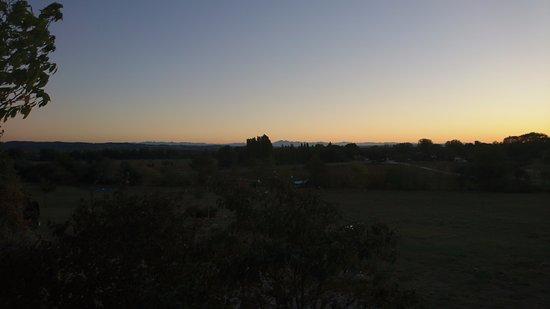 Alzonne, Francia: coucher de soleil vu de l'emplacement tente