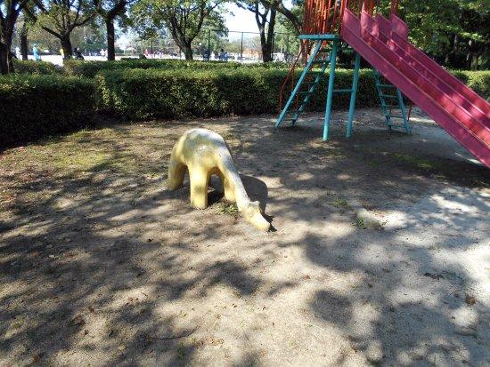 Chikugo, ญี่ปุ่น: 遊具ゾーンのキリン?恐竜?
