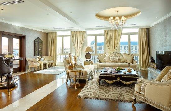 Royal Maxim Palace Kempinski: Royal Suite (Living Area)