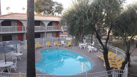 Hospitality Suite Resort: Une des deux piscines
