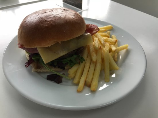 Newton Mearns, UK: Cheese and bacon burger