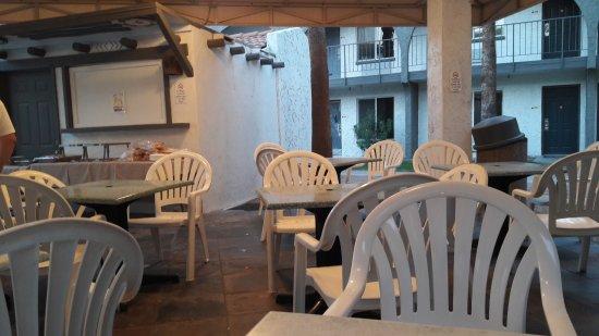 Hospitality Suite Resort: Tonnelle proche de la seconde piscine