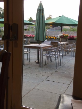 Charlton Horethorne, UK: Outside seatings