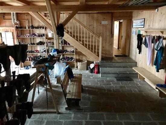 der vorraum zum trocknen der kleider und schuhe rifugio similaun tripadvisor. Black Bedroom Furniture Sets. Home Design Ideas