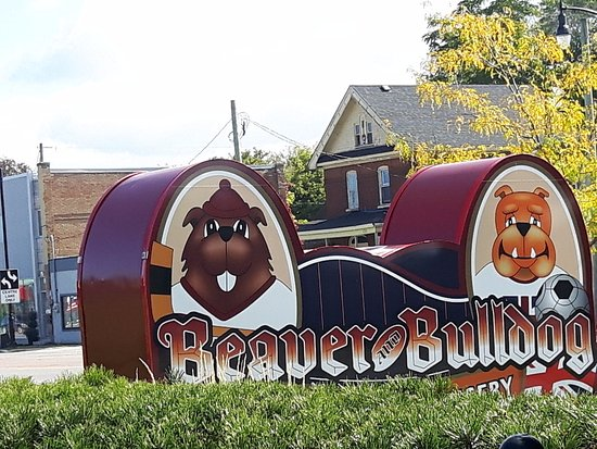 Beaver and Bulldog Sports Pub and Wingery: signage