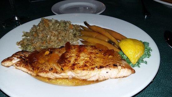 Santee, Güney Carolina: Salmon with peach glaze
