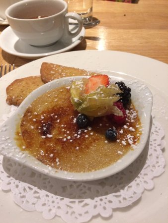 Charlton Horethorne, UK: Dessert of creme brulee