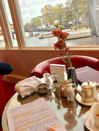 De L'Europe Amsterdam: The views from the Promenade bar are so beautiful and peaceful. I've been sitting here for hours