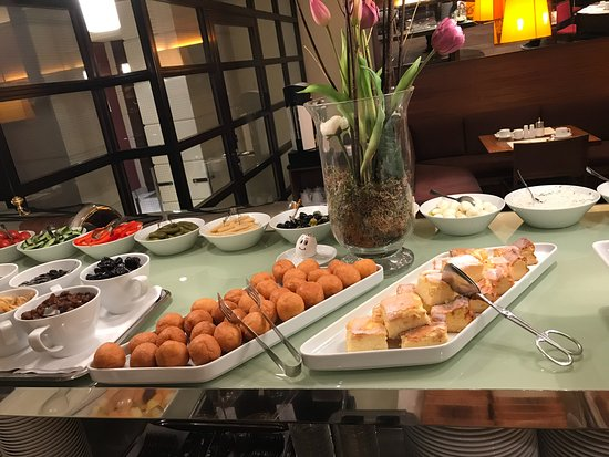 K+K Palais Hotel: The pastries are also fresh daily