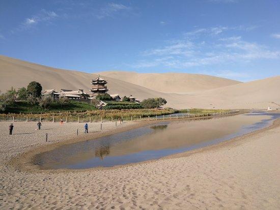 Dunhuang, الصين: Crecsent Moon Pool
