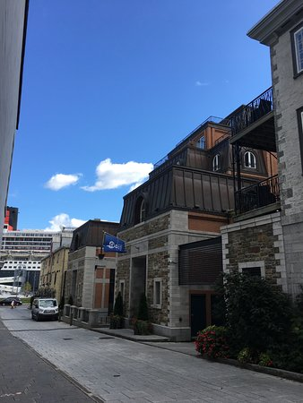 Auberge Saint-Antoine: Main Entrance
