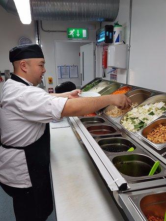 Drogheda, Irlanda: Chef picking fresh ingredients