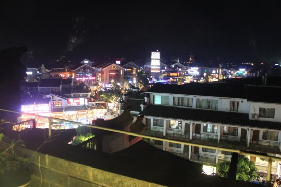 Yangshuo Elite Garden Hotel: View of Wset Street from the Rooftop restaurant and bar