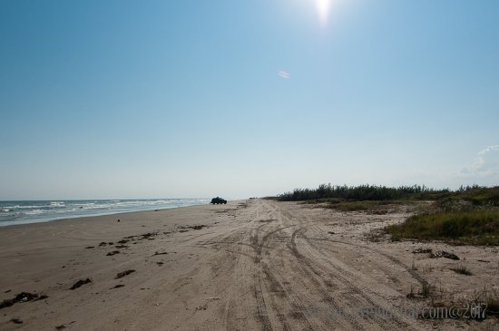 "Surfside Beach, TX: Simple landscape and basic ""facilities"" of nature: good place for adults"