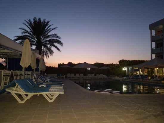 Mariandy Hotel: Sunset on a Saturday evening