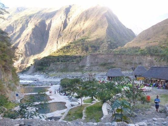 Santa Teresa, Peru: Esperando la comida, acampando en las termas mas lindas en las que estuve en toda mi vida.