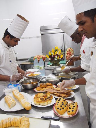 Embudu Village: Kitchen demonstration