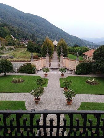 Casalzuigno, Itália: Vista da un balcone della villa sul giardino segreto