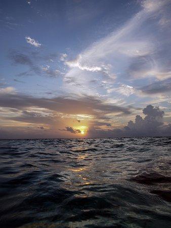 Embudu Village: Sunset from the lagoon