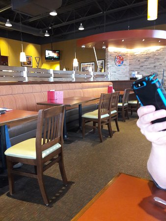 Fort Nelson, Canada: Dining room at Boston Pizza