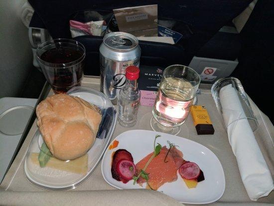 Thomson Inflight Meals >> Tui Dreamliner Premium Economy Flight Meals – Nottsfoodie