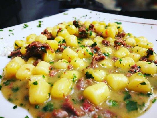 เฟียโนโรมาโน, อิตาลี: Gnocchetti di patate al ragù d'anatra #thebestbeef