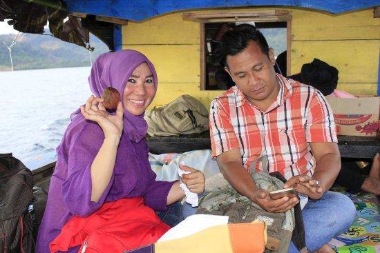 Sulawesi Tengah, Indonesia: Menikmati perjalanan ke Pulau Sombori sambil menikmati kue khas Bungku Morowali