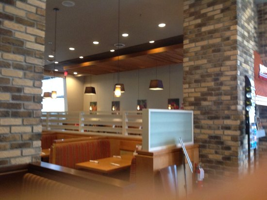 Port Coquitlam, Canada: Booths you can use, looking into Swiss Chalet