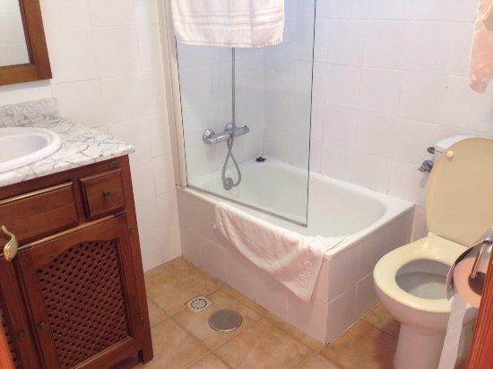 Badkamer - Picture of Alcadima Hotel, Lanjaron - TripAdvisor
